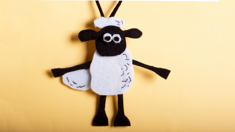 DIY Shaun the Sheep Felt Doorknob Hanger