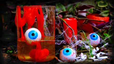 DIY Halloween Eyeballs, Slime And Spider Web